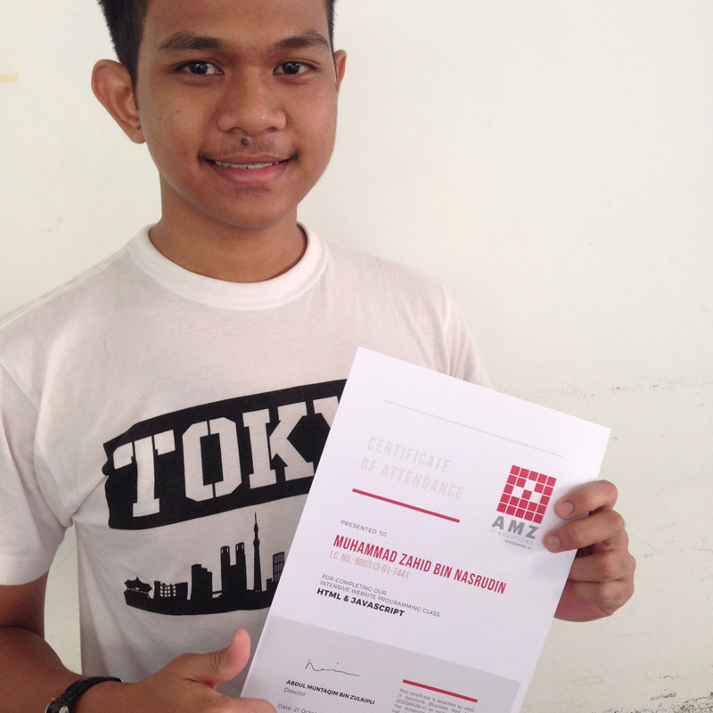 A student receiving attendance certificate